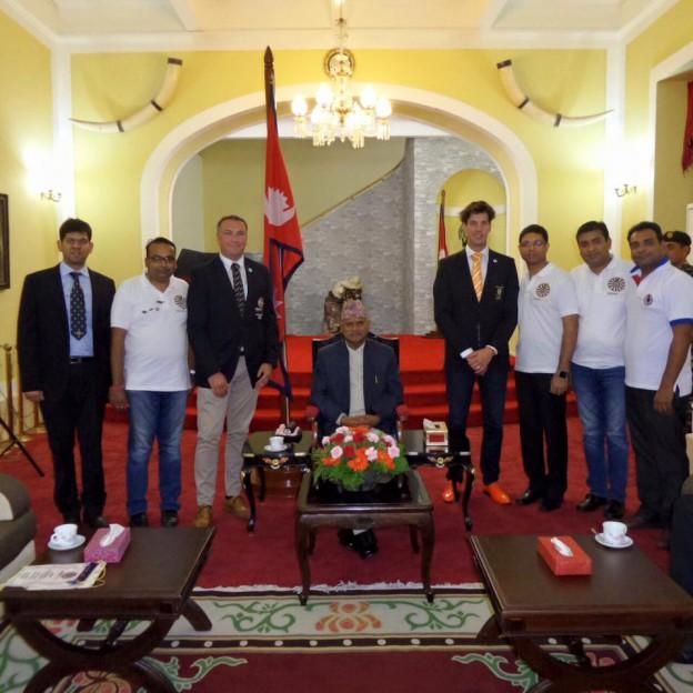 Jason Thomson beim nepalesischen Präsidenten